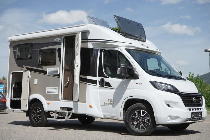 karavan van V132